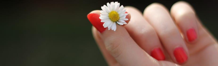 manos sedosas Consejos para tener unas uñas 10