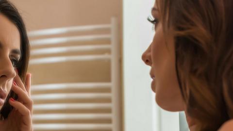 Novedosos tratamientos para rejuvenecer tu rostro… ¡perfectos para realizar en verano!
